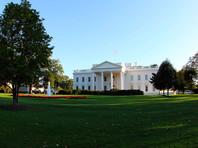 """В письменном заявлении врача президента США в адрес его пресс-секретаря, которое распространил Белый дом, говорится, что нет никаких сомнений в том, что Трамп """"продолжит выполнять свои обязанности без каких-либо перебоев во время выздоровления"""""""