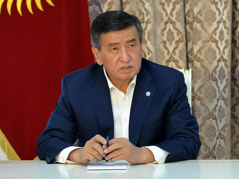 Президент Киргизии с первых дней кризиса общался с Путиным по телефону и получил предложения помощи