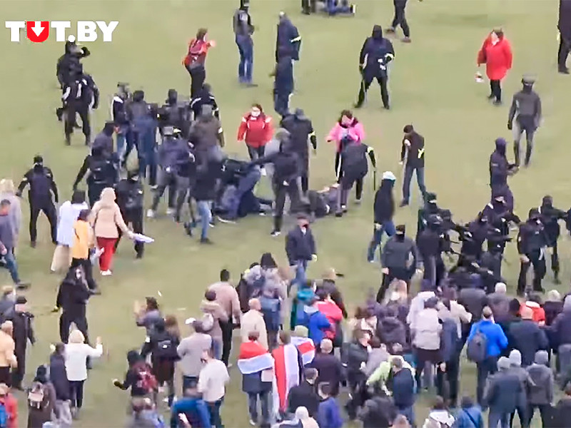 В Минске начались столкновения протестующих с милицией. Несколько десятков человек задержаны