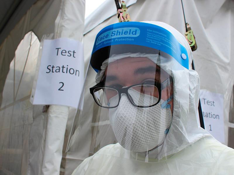 ВОЗ зафиксировала рекордное за сутки число новых случаев заражения коронавирусом - более 330 тысяч. Лидерами среди стран по числу заразившихся являются США