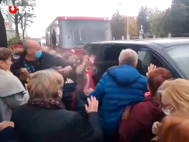 Милиция Минска признала применение светошумовых патронов и слезоточивого газа на акции пенсионеров