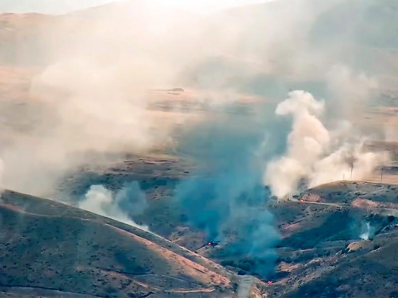 Боевые действия продолжаются по всей протяженности линии соприкосновения карабахских и азербайджанских сил, сообщает в воскресенье пресс-служба Минобороны непризнанной Нагорно-Карабахской республики (НКР)
