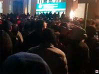 Около отеля в центре Бишкека, где заседал парламент Киргизии, взорвались светошумовые гранаты