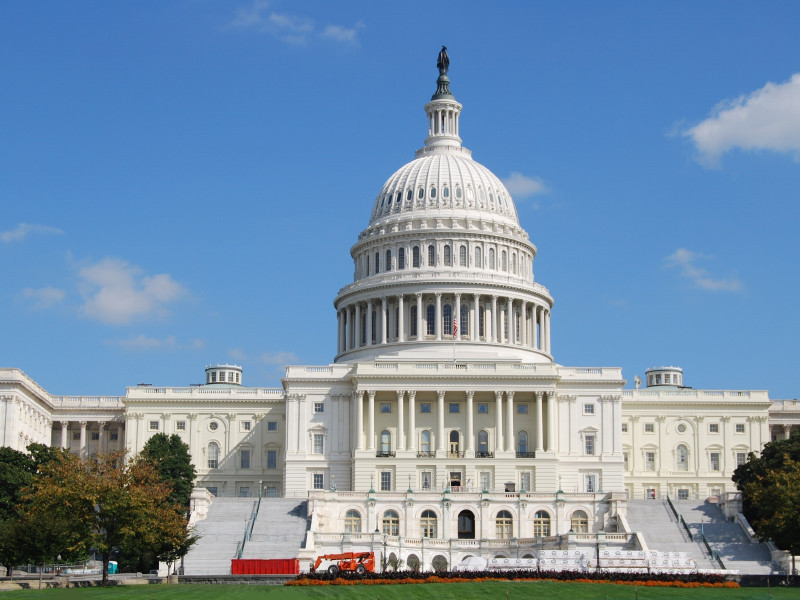 Председатели четырех органов палаты представителей Конгресса США, представляющие Демократическую партию, потребовали расследовать обстоятельства взаимной поставки аппаратов ИВЛ Москвой и Вашингтоном