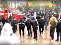 На центральной площади Ала-Тоо продолжается стихийный митинг, протестующие требуют освободить всех, кого они считают политическими заключенными