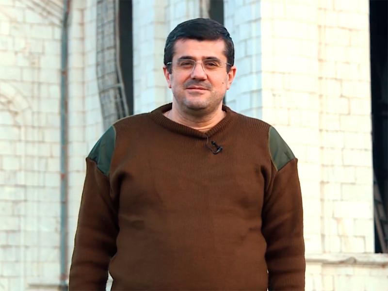 Президент непризнанной Нагорно-Карабахской Республики (НКР) Араик Арутюнян заявил, что армия Азербайджана находится в пяти километрах от города Шуши