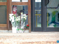 Во второй половине дня в пятницу 18-летний студент колледжа убил преподавателя колледжа, который показывал на занятиях карикатуры на пророка Мухаммеда в качестве примера свободы выражения мысли. Убийца при задержании был застрелен полицейскими в соседнем городе Эраньи