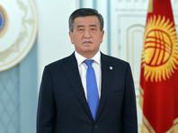 Президент Киргизии Сооронбай Жээнбеков ввел режим чрезвычайного положения в Бишкеке почти на две недели, сообщается на его сайте. Кроме того, он распорядился ввести в город войска