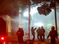 В Индонезии полиция применила слезоточивый газ и водометы, разгоняя противников изменений условий труда