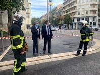 """Мэр Ниццы Кристиан Эстрози заявил, что нападение совершил радикализированный мусульманин, который, по словам мэра, кричал """"Аллах акбар"""", даже когда ему оказывали медпомощь после задержания"""