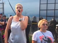 Лилия Власова с Марией Колесниковой на митинге в Минске