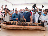 В Египте у знаменитой пирамиды Джосера прошла презентация 2600-летнего саркофага, в которой приняли участие глава Высшего совета по делам древностей Мустафа Вазири и министр по делам древностей Халед Эль-Анани