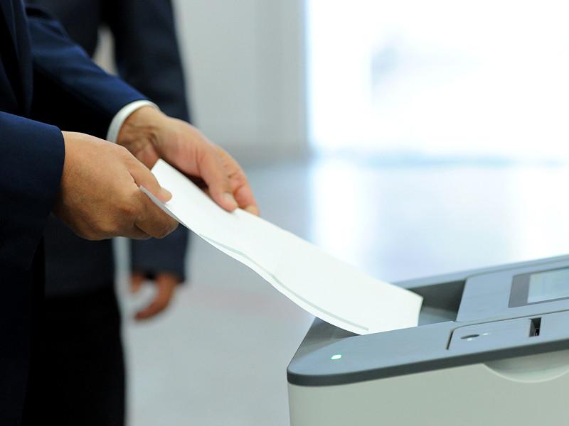 """Центризбирком Киргизии признал недействительными парламентские выборы 4 октября после протестов в столице. """"ЦИК двенадцатью голосами принял решение о признании недействительными итогов голосования"""""""