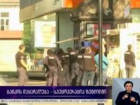 В Грузии вооруженный мужчина захватил заложников в банке