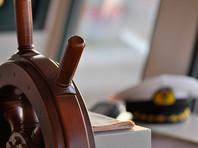 Больше ста российских моряков оказались заложниками на торговых судах, брошенных нанимателями и арестованных за долги по всему миру. У них нет электричества, топлива, не хватает продуктов и питьевой воды