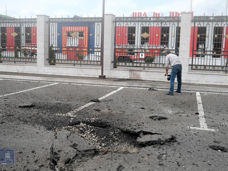 Представитель Минобороны Армении Арцрун Ованнисян сообщил, что Вооруженные силы Азербайджана нанесли удар по столице непризнанной Нагорно-Карабахской республики (НКР) городу Степанакерту