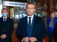 """Макрон вечером в пятницу посетил место трагедии и выступил с короткой речью, назвав убийство преподавателя """"характерным исламистским террористическим нападением"""". По его словам, тот был убит только за то, что отстаивал ценности своей страны"""