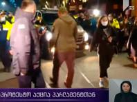 Полиция начала задерживать участников митинга в Тбилиси