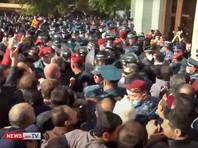 """""""Никол - предатель"""": в Ереване продолжаются протесты из-за соглашения по Карабаху, произошли стычки с полицией (ВИДЕО)"""