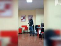 """Ранее грузинские СМИ сообщили, что налетчик освободил шестерых из девяти заложников. СМИ также распространили видеобращение налетчика, в котором он призвал сограждан выходить на улицы и """"сказать свое слово"""" против действующей власти"""