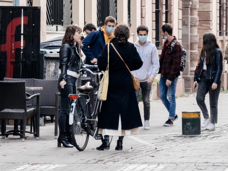 Во Франции число случаев заражения коронавирусом превысило 2 миллиона