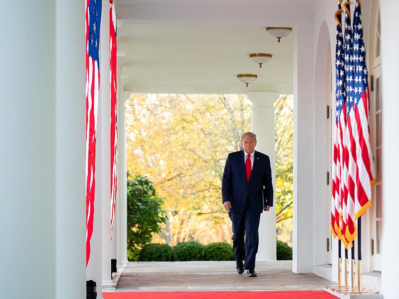 """Трамп помиловал своего бывшего помощника, обвиненного во лжи о контактах с российским послом"""" />"""