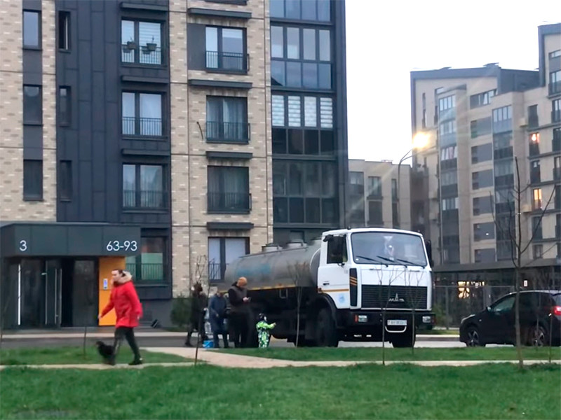 """В жилом микрорайоне """"Новая Боровая"""" под Минском, известном своими протестными настроениями и локальными акциями оппозиции, более двух суток нет водоснабжения, а во вторник пропало и отопление"""
