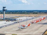 Аэропорт сооружен в районе Шенефельд на юге Берлина, неподалеку от старого аэропорта Берлин-Шенефельд. Старый аэропорт станет одним из терминалов новой воздушной гавани