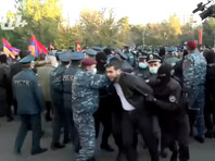 """Полиция Армении разогнала митинг оппозиции с требованием отставки премьер-министра Никола Пашиняна, организованный партией """"Сасна црер"""""""