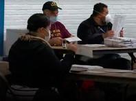 Секретарь американского штата Джорджия Брэд Раффенспергер объявил о том, что бюллетени, отданные в штате на выборах президента США, будут пересчитаны вручную, сообщил телеканал CBNC