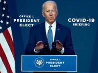 Победивший на выборах президента США демократ Джозеф Байден в понедельник призвал жителей страны носить маски для сдерживания распространения коронавируса