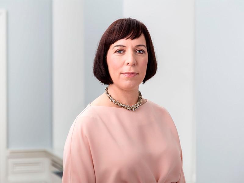 """Министр образования Эстонии ушла в отставку после скандала с извозом ее детей на служебном автомобиле"""" />"""