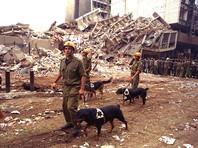 7 августа 1998 года в террористы-смертники в груженных взрывчаткой грузовиках устроили синхронные взрывы возле посольств США в Найроби и Дар-эс-Саламе. Теракты произошли в восьмую годовщину прибытия первых американских войск в Саудовскую Аравию в ходе войны в Персидском заливе