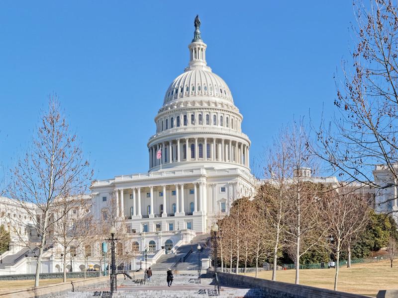 Республиканцы заблокировали голосование по выплатам американцам до 2 тыс. долларов