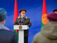 """Минский ОМОН объявил Лукашенко своим """"полноценным бойцом"""" и вручил ему высший знак отличия"""