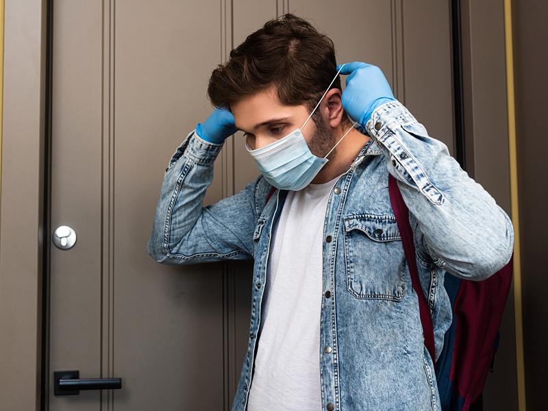 """ВОЗ рекомендует носить маски практически везде"""" />"""