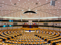"""Депутат Европарламента от венгерской правящей партии, выступающей за традиционные ценности, подал в отставку после задержания в Брюсселе на домашней """"секс-вечеринке"""", откуда он пытался сбежать по водосточной трубе"""