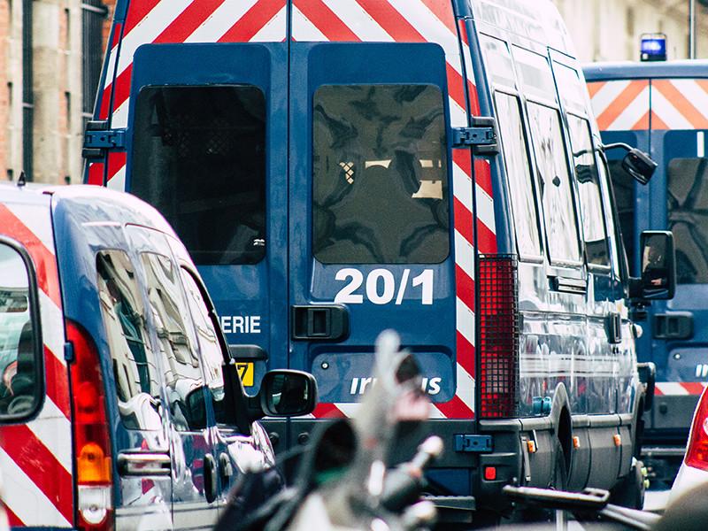 Во Франции домашний тиран убил троих жандармов и сжег свой дом