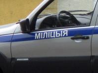 В Белоруссии милиция придумала версию об убийстве и вскрыла квартиру, чтобы снять бело-красно-белый флаг с балкона