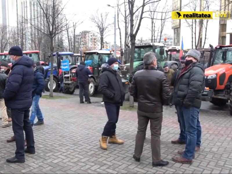 Кишиневские фермеры, вышедшие на акцию протеста с тракторами, выдвинули ультиматум правительству (ВИДЕО)