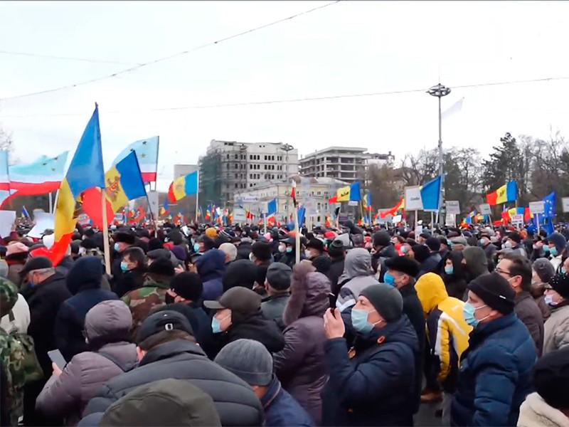 В Кишинева на многотысячной акция протеста сторонников Майи Санду потребовали ее досрочной инаугурации