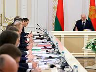 """Лукашенко велел своим чиновникам заставить работать всех """"болтающихся тунеядцев"""""""