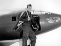 В 1947 году он первым в мире смог преодолеть звуковой барьер на экспериментальном самолете X-1
