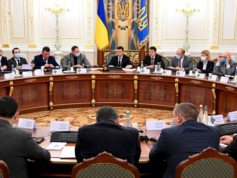 Президент Украины Владимир Зеленский подписал указ об отстранении главы Конституционного суда страны Александра Тупицкого от должности сроком на два месяца