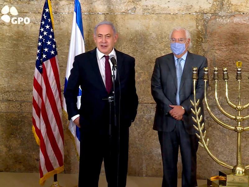 Израиль и Марокко будут усиленно работать над тем, чтобы установить полноценные дипломатические отношения и наладить прямое авиасообщение. С таким заявлением выступил в четверг премьер-министр Израиля Биньямин Нетаньяху во время церемонии зажжения первой свечи