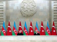 Вместе с Эрдоганом на параде присутствовали президент Азербайджанской Республики Ильхам Алиев, первая леди Мехрибан Алиева, супруга турецкого лидера Эмине Эрдоган