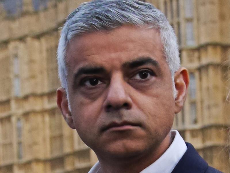 Мэр Лондона заявил, что ситуация с коронавирусом вышла из-под контроля, и объявил чрезвычайную ситуацию