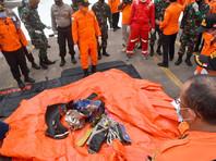 """Спасатели обнаружили части самолета - """"обломки фюзеляжа, раскрашенного в цвет авиаперевозчика, электропроводку, шасси"""" - между островами Лаки и Ланканг, которые входят в архипелаг Серибу"""