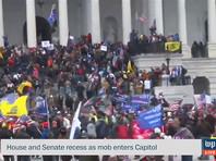 Выстрелы звучали в тот момент, когда протестующие пытались взломать запертые двери и ворваться в Капитолий