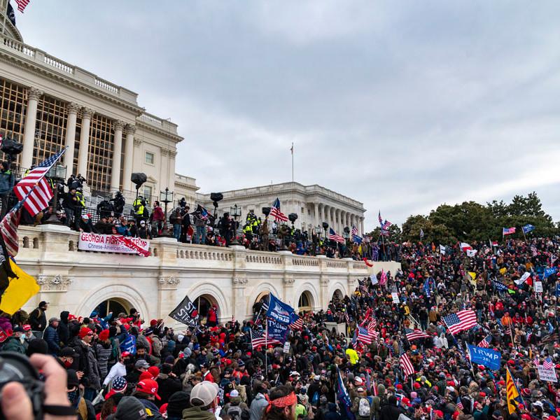 По факту штурма Капитолия в Вашингтоне возбуждено не менее 25 уголовных дел о внутреннем терроризме